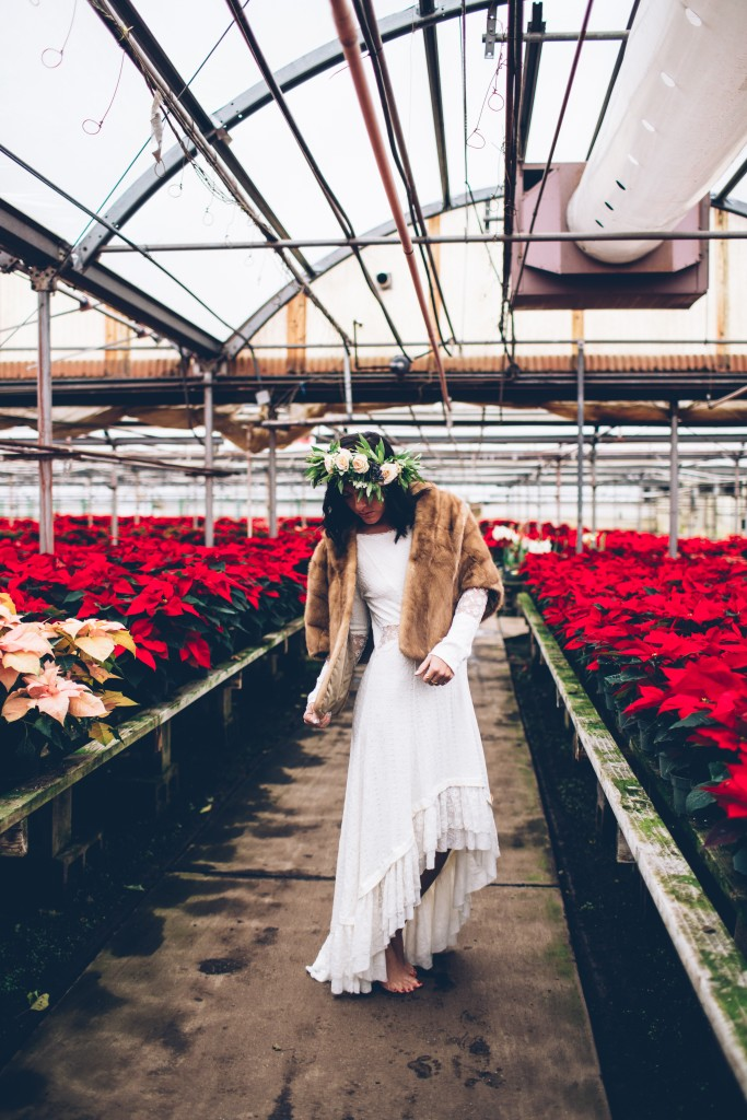 SUNDAY STYLE in a poinsettia green house – fashion